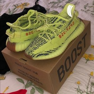 AUTHENTIC Yeezy boost - NO TRADES